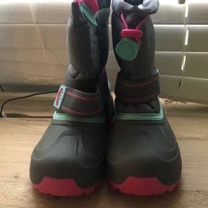 Snow boots size 2 kids